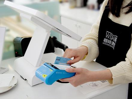 拉卡拉刷1万附加的费用要多少钱,手机微信刷信用卡pos机服务费要多少钱